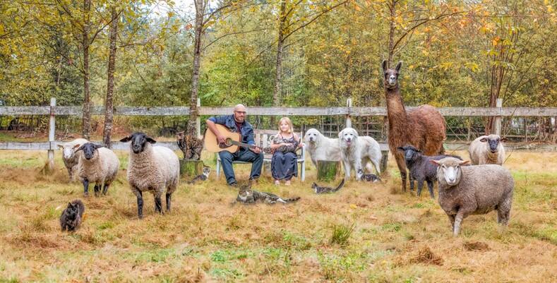 Жительница Канады фотографирует фермеров вместе с их любимыми животными: фотопроект о счастливой жизни вдали от шумных городов