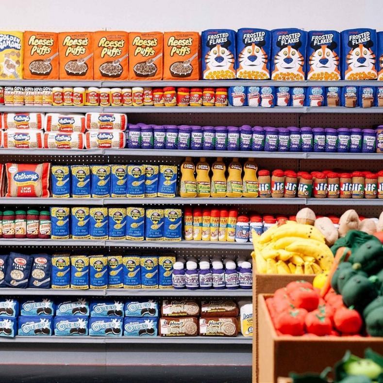 Альтернативная безумная реальность: 20 фото супермаркета, в котором все продукты и вещи сделаны из войлока