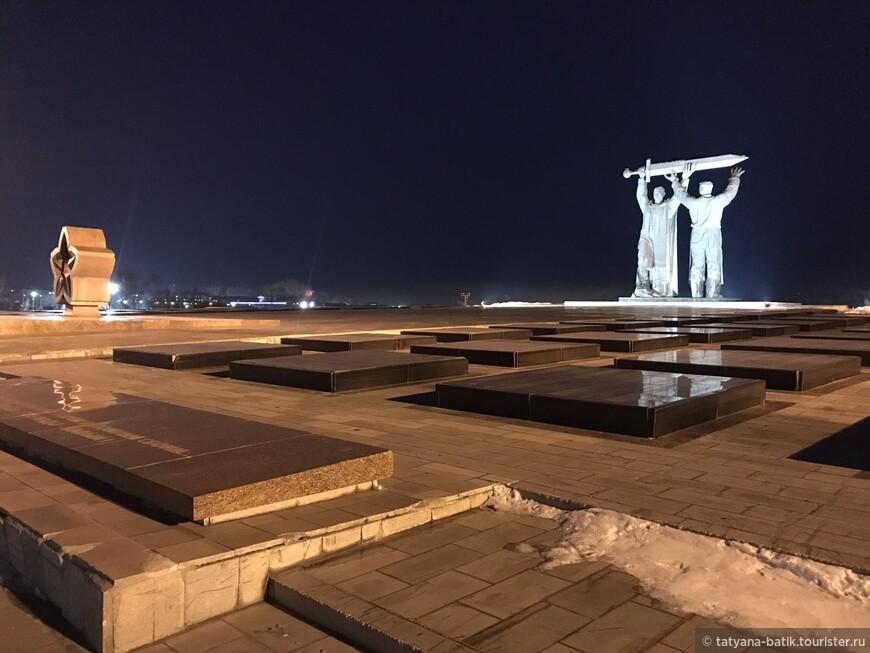 Магнитогорск проездом. Монумент Тыл - фронту.