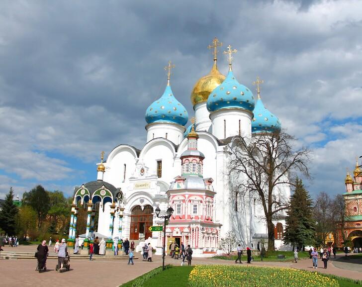 Успенский собор, Надкладезная часовня, Сергиевский источник