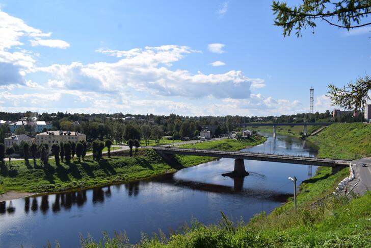 Панорама Старого и Нового мостов через Волгу во Ржеве