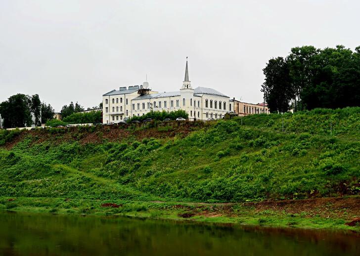 Государственный банк с правого берега Волги