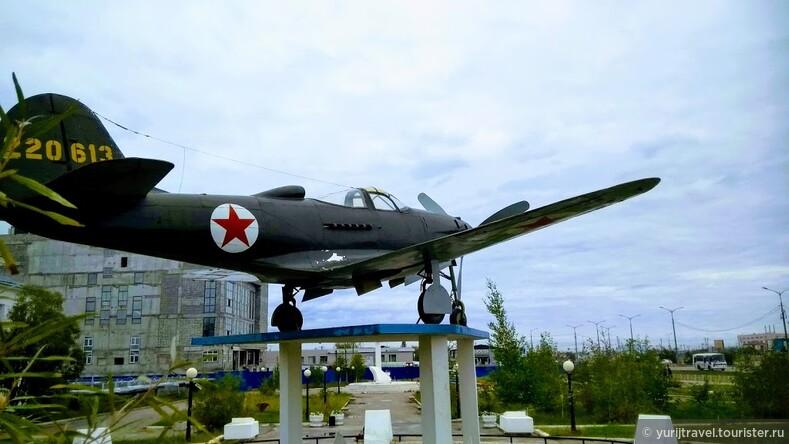 Памятник разбившемуся при перегоне на Алсибе истребителю Bell P-39 Airacobra и его пилоту, майору П.Ф Морозову в 1943 году. Якутск.