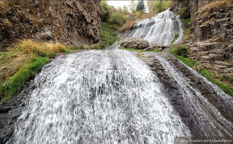 Джермукский водопад Армении
