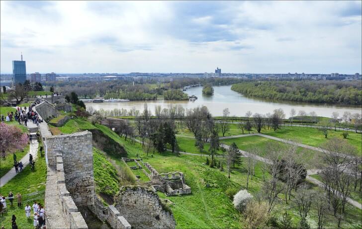 Вид с Белградской крепости на место слияния рек Савы и Дуная
