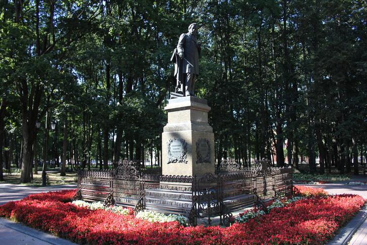 Памятник М.И. Глинке в саду Блонье