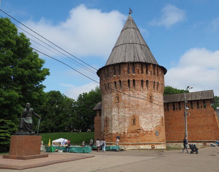 Громовая башня и памятник Федору Коню
