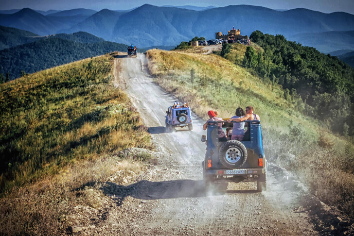 Экскурсия на джипах в горы