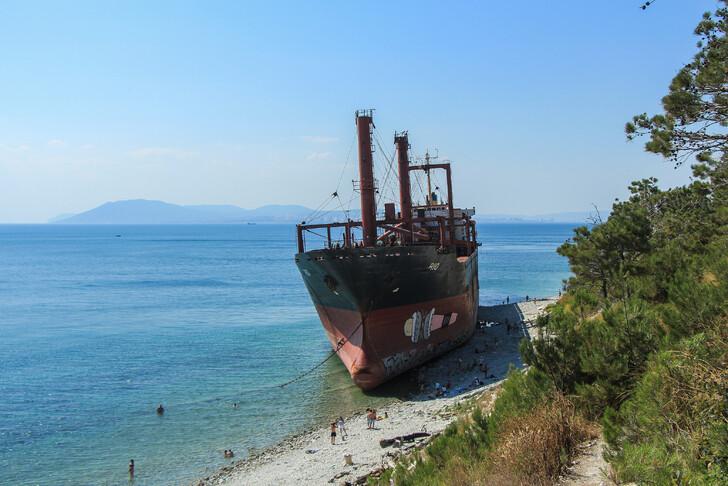 Корабль «Rio» у берегов Кабардинки