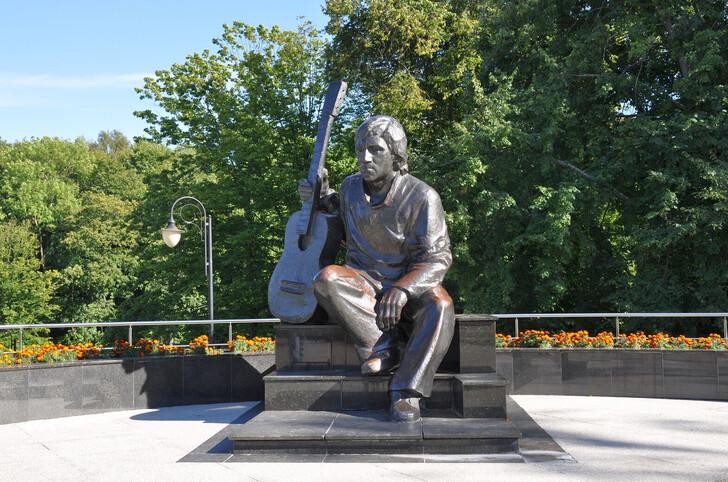 Памятник В.С. Высоцкому в ЦПКиО