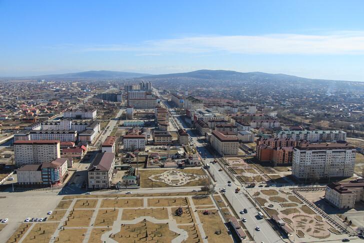 Вид на город с площадки Грозный-Сити