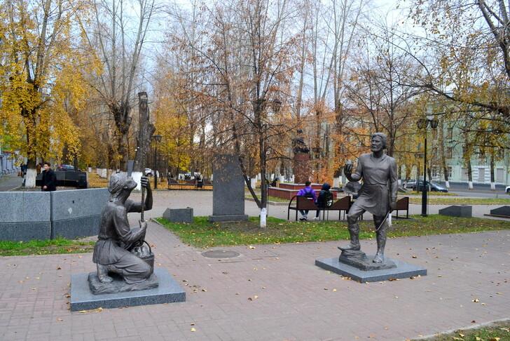 Памятник рудознатцу Ф. Еремееву и рудокопу