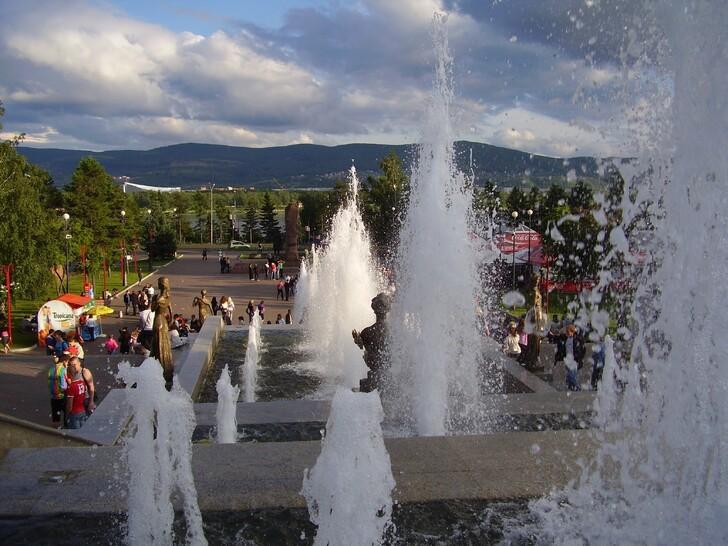 Фонтан «Реки Сибири» на Театральной площади