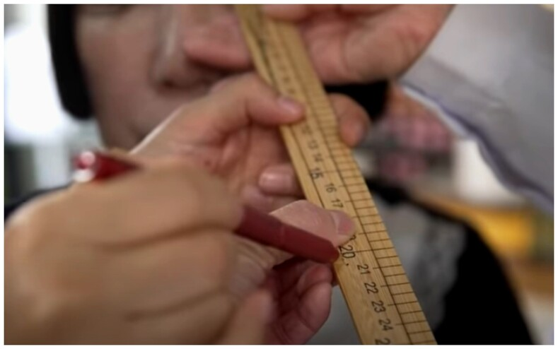 Фото обладательницы самых длинных в мире натуральных ресниц: они настолько длинные, что трудно представить (лучше это увидеть)