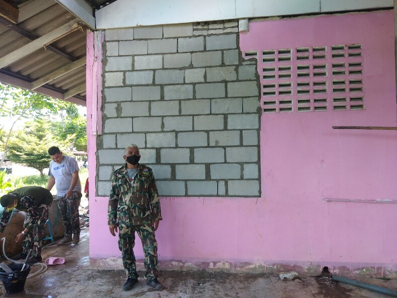 В Таиланде слон проломил стену дома и стащил из кухни пачку риса: шокированные хозяева сняли грабителя на телефон