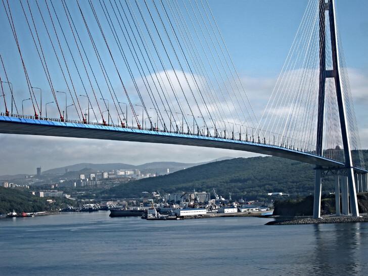 Мост на остров Русский