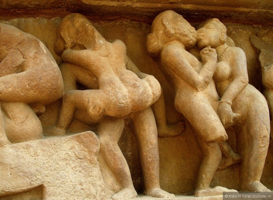 Барельефы храма в индии с сексуальными изображениями