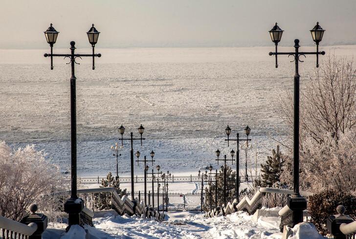 Зимний Амур и лестница на набережную