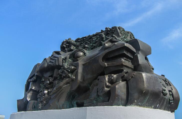 Памятник Исход и возвращение