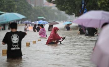 В Китае число жертв наводнения выросло до 73 человек