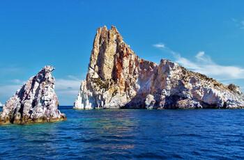 Судно с туристами затонуло у греческого острова Милос