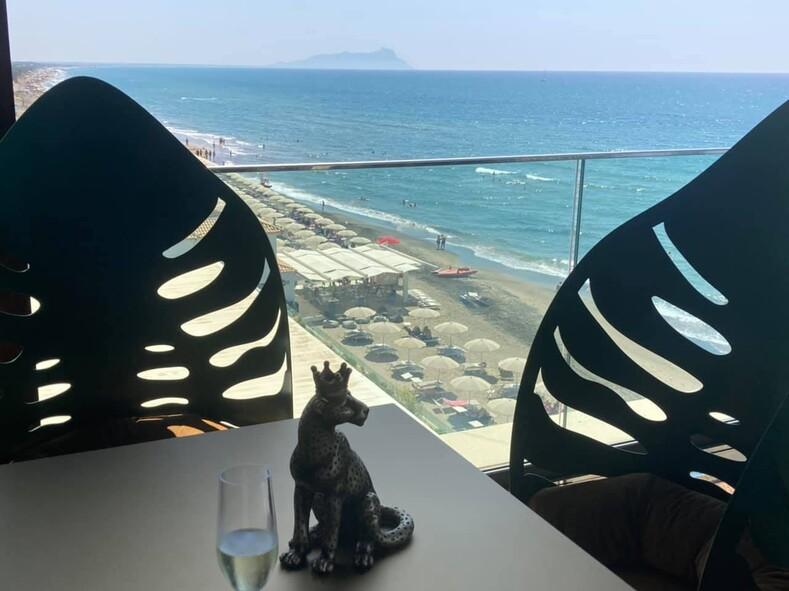 IL VISTAMARE, ресторан ОТЕЛЯ IL FOGLIANO под РИМОМ - корабль выходящий в море.