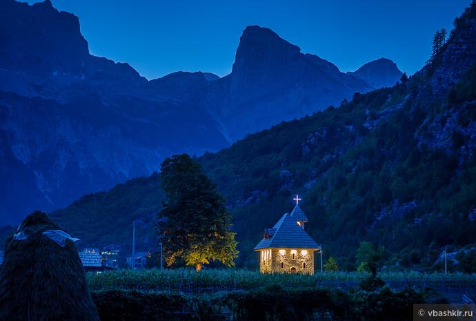 Деревня Тети вечером.