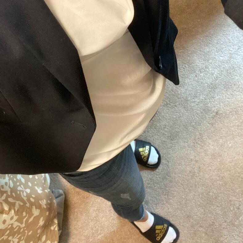 14 откровений от тех, кто из-за пандемии перешел на удаленку: пиджак с трусами, разбросанные вещи и любопытные питомцы честные снимки о домашних созвонах с коллегами
