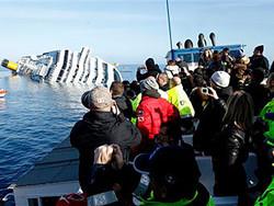 Затонувшая  Concordia превратилась в туристическую достопримечательность