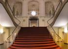 643px-Komische_Oper_Berlin_interior_Oct_2007_Stairs.jpg