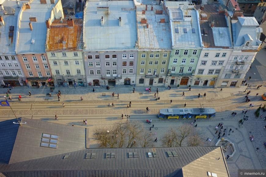 Вид с ратуши на площадь