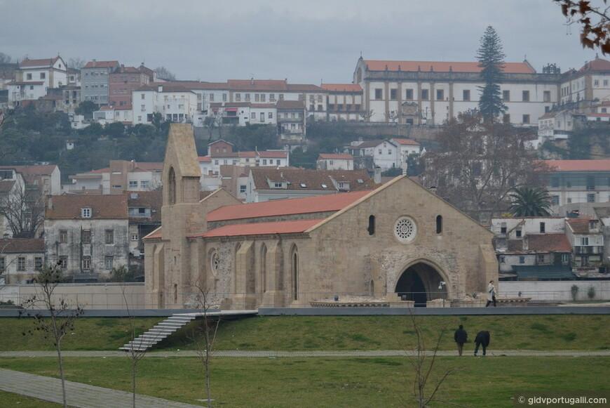 старый монастырь кларисс, вызволенный из затопления. На заднем плане- новый монастырь кларисс