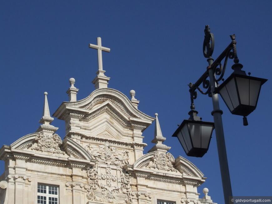 Верхушка фасада Нового Кафедрального Собора