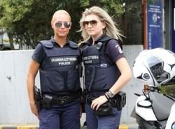 Полицейских в Греции можно брать напрокат