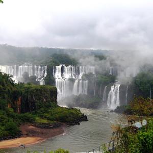 Водопады Игуасу со стороны Бразилии