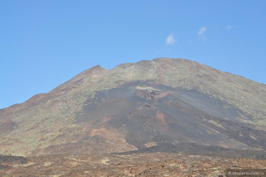 Следы извержения. Виден кратер