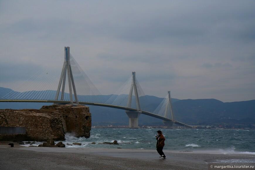 Мост через Корнифский пролив на севере Пелопонеса длинной 6км (3).JPG