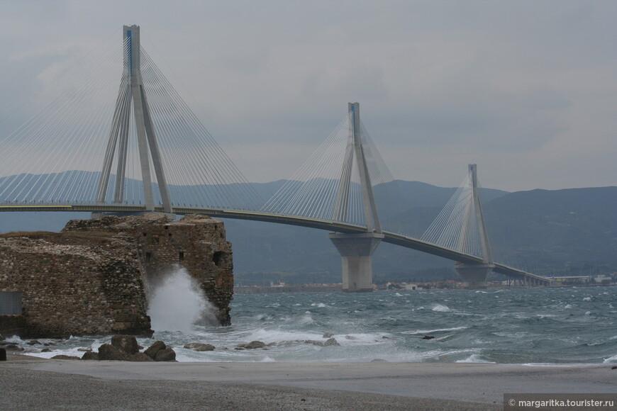 Мост через Корнифский пролив на севере Пелопонеса длинной 6км (17).JPG