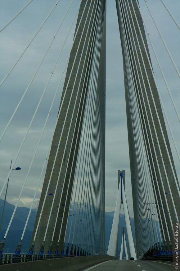 Мост через Корнифский пролив на севере Пелопонеса длинной 6км (38).JPG