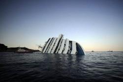 К затонувшей Costa Concordia теперь проводят экскурсии
