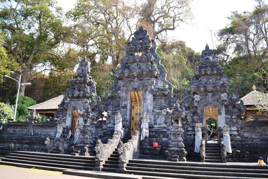 Храм летучих мышей Гоа Лавах