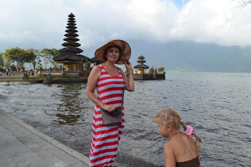 Храм на озере Братан  Улун Дану