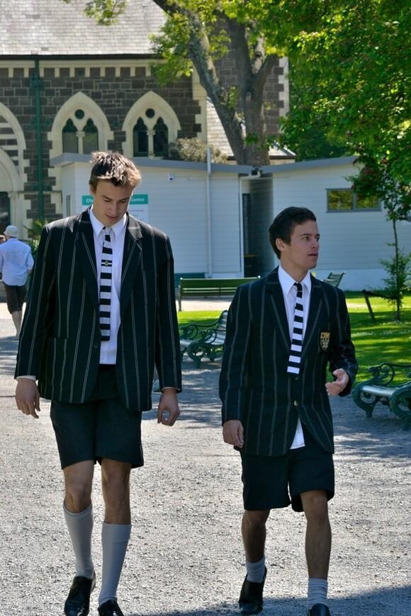 Ученики мужской школы.