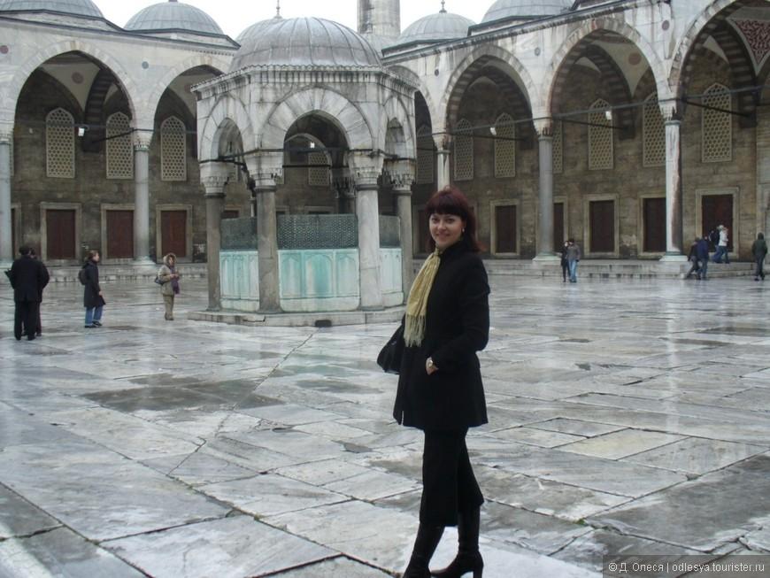 во дворе Голубой мечети