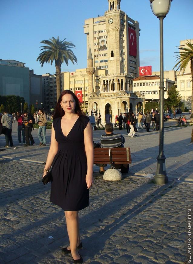 Измир, площадь Конак, Башня с часами за мной