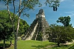 В ходе конца света туристы повредили храм майя в Гватемале