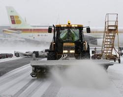 В Европе отменяют рейсы из-за мощных снегопадов