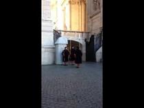 Смена караула в Ватикане, 02:27