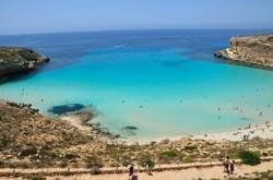 Пляж итальянской Лампедузы признали лучшим на свете