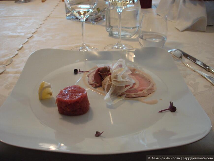 Мясной тартар из свежей говядины, телятина с тунцовым пюре